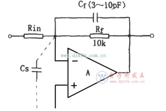 工作原理:电路如图所示。IC1通电后,在其3脚与5脚分别产生正的与负的窄幅脉冲信号。两路脉冲信号经高速运算放大器IC2比较放大后合并成周期为1秒的窄幅脉冲信号,经IC3D型触发器后变成周期为2秒,占空比为1的秒脉冲信号。 调节微调电容C1可以改变石英谐振器SJT的振荡频率。配合高精度的高频计数器调节电容C1便可以得到精确的秒脉冲信号。  精确的秒脉冲信号产生器电路图  精确的基准时钟振荡电路:冲信号产生器 如图所示,由555和R1、R2、C1组成可控的多谐振荡器,它的振荡频率除与RC时间常数有关外,还可由